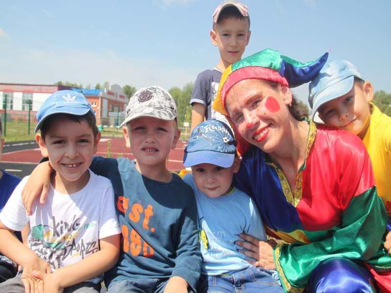 Чем запомнился первый месяц летней оздоровительной кампании воспитанникам детского сада «Улыбка»