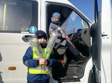 В Ковылкино состоялась акция «Цветы для автоледи»